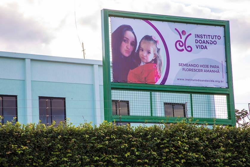 Instituto Doando Vida, que foi criado por uma família e que pretende cuidar, de graça, de crianças de dois a cinco anos