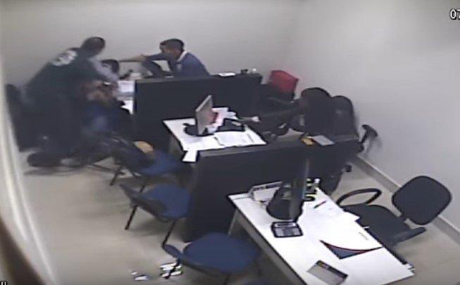 sinproep agressão diretor professor logos