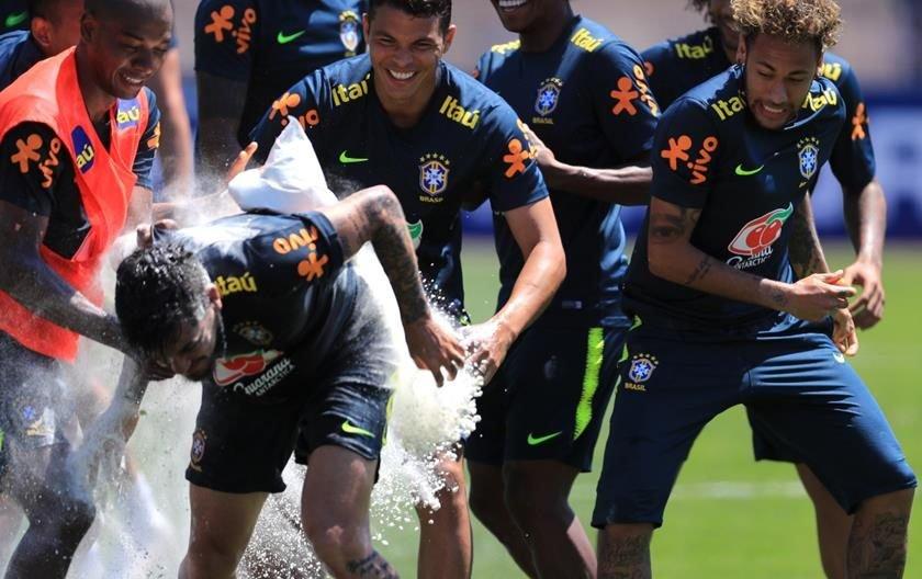 a3e8a830c1 Copa 2018  Seleção Brasileira treina na Rússia em clima de festa