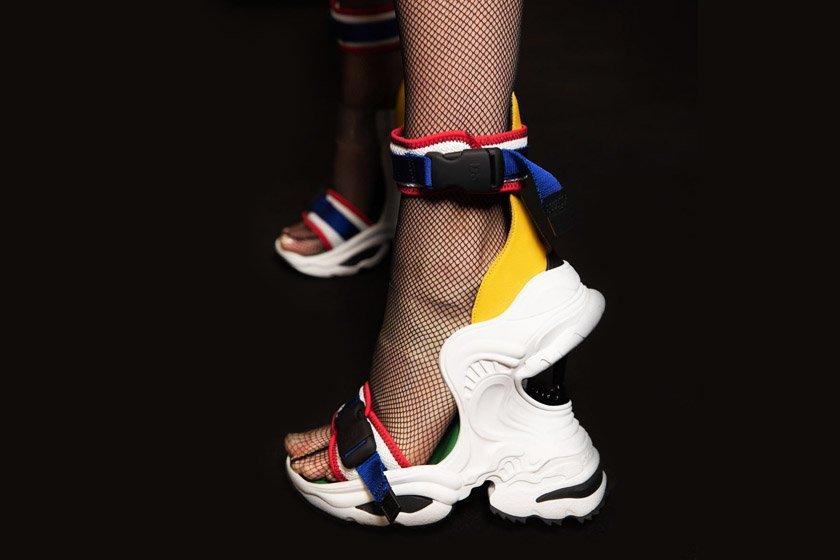 f90abea9d Ugly sneaker aparece agora em versão salto alto