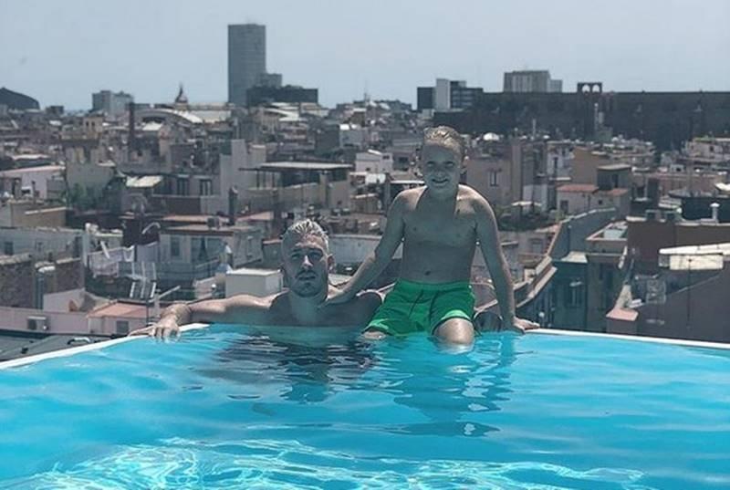 Filho de neymar davi lucca curte piscina com namorado de carol dantas - Cat costa o piscina in curte ...