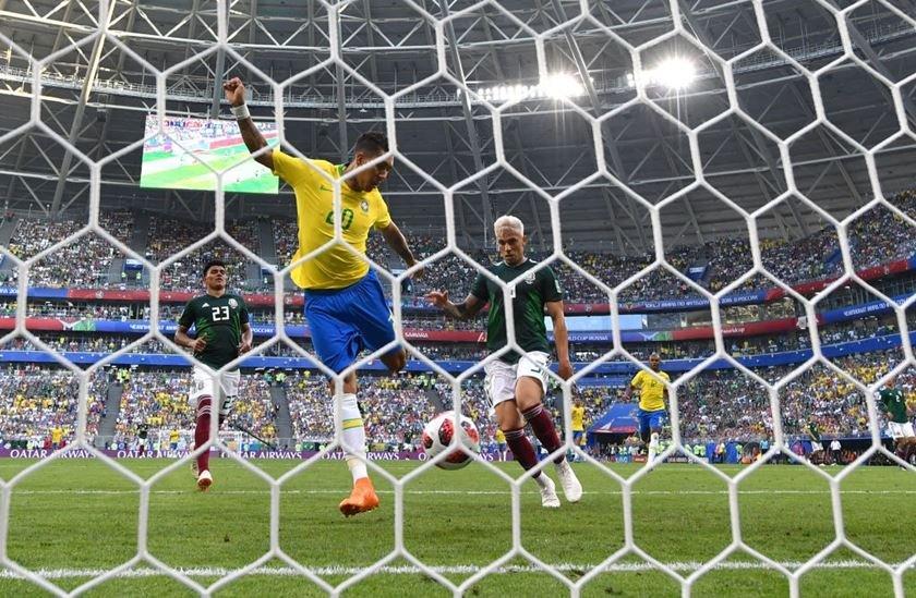 roberto firmino gol brasil méxico