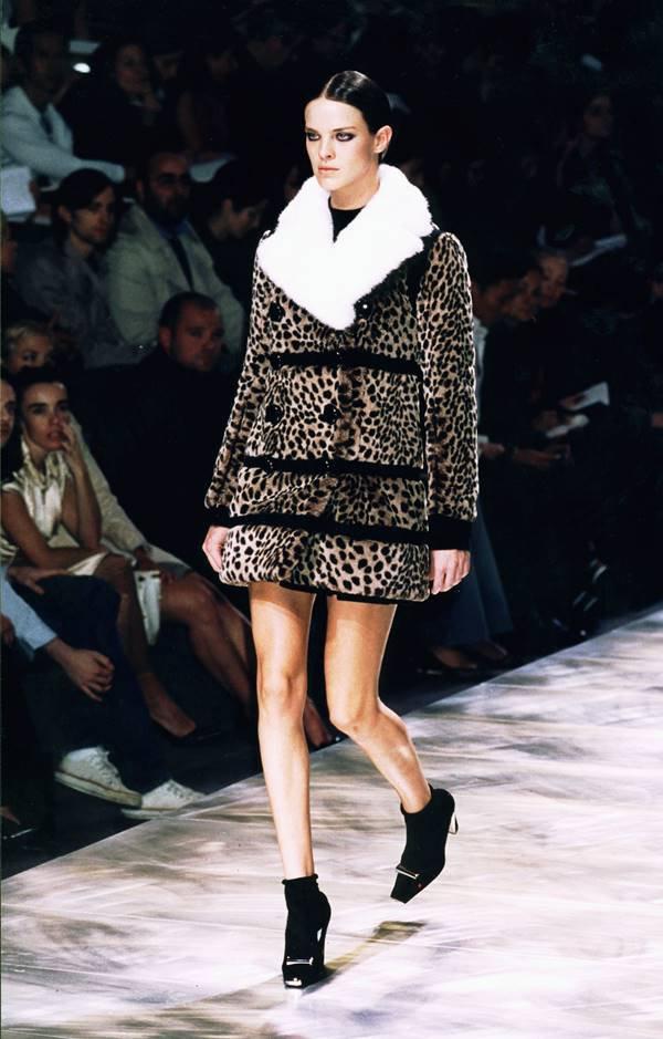 Coleção Fall/Winter 2004 por Marc Jacobs