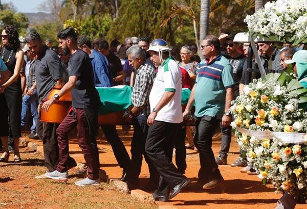 Milton Barbosa, enterro