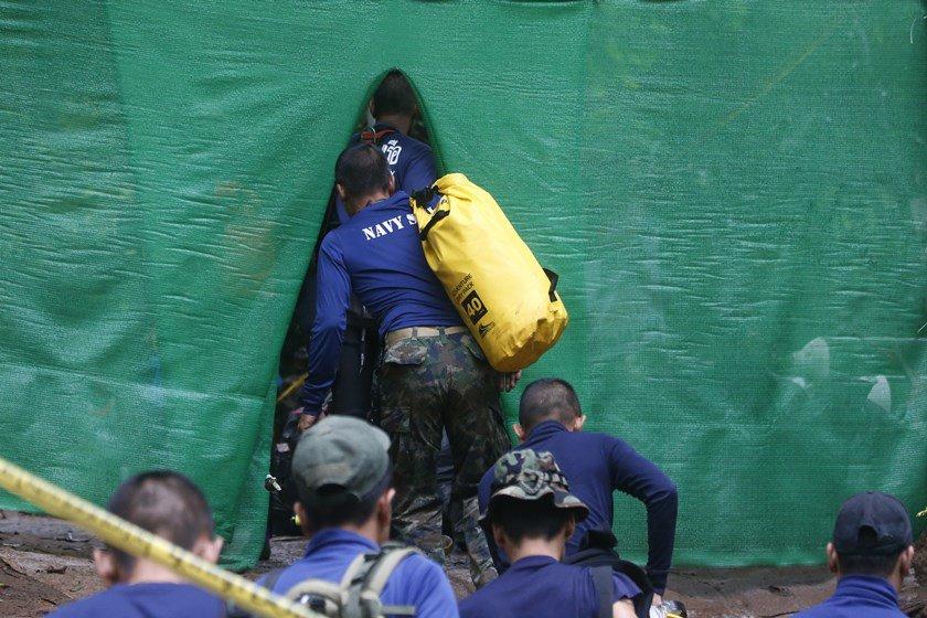 Tailândia: Mergulhadores iniciam missão de resgate de jovens presos em caverna
