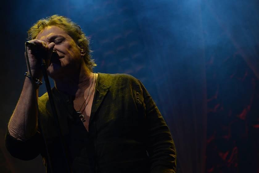 Fábio Jr cantando em show