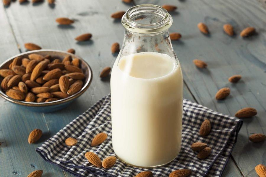 Resultado de imagem para leites vegetais amendoas
