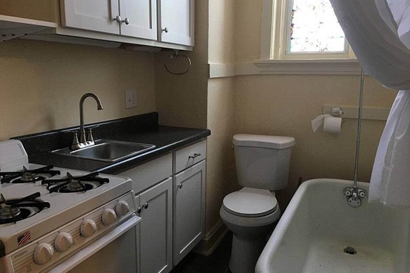 banheiro dentro da cozinha