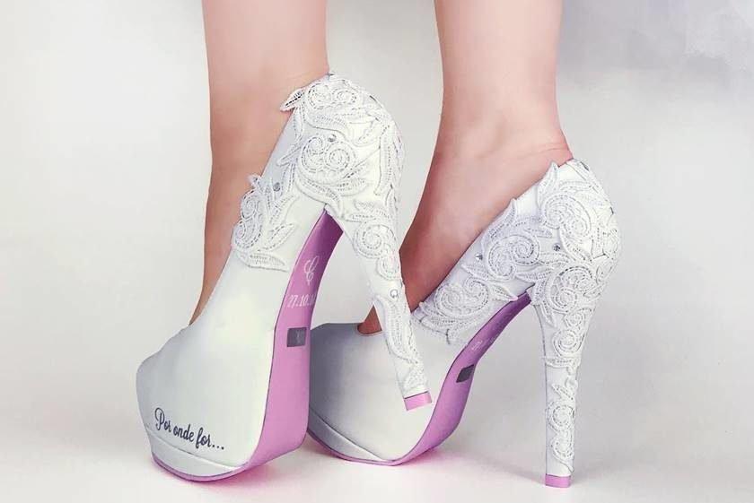 4bea4d584 Noivas buscam sapatos exclusivos e personalizados para o grande dia