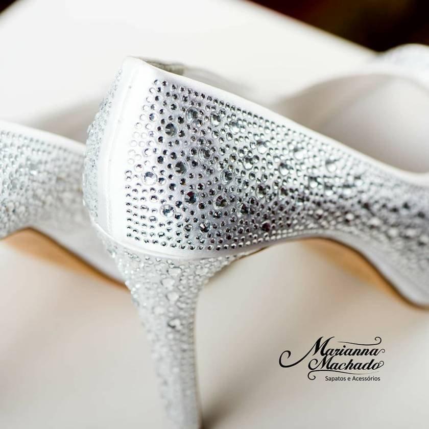 ee6458e98 Noivas buscam sapatos exclusivos e personalizados para o grande dia