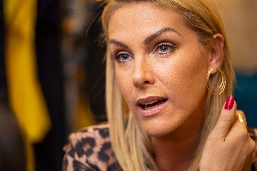"""Ana Hickmann desmente boato após amigo-secreto  """"Não ganhei uma pedra"""" 616c7cd4c9"""