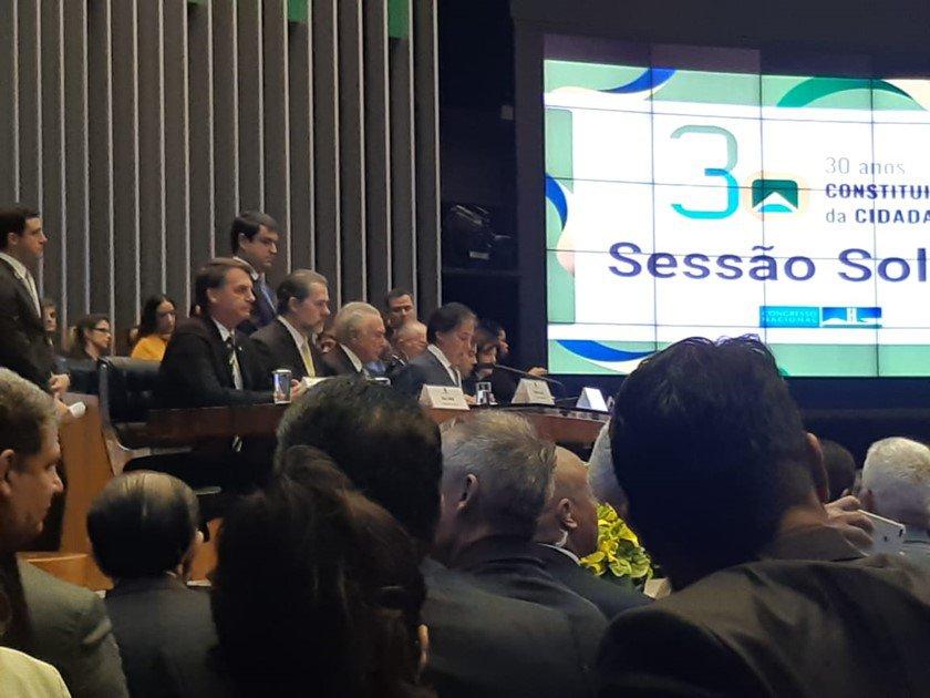 Jair Bolsonaro acompanha sessão em homenagem à Constituição