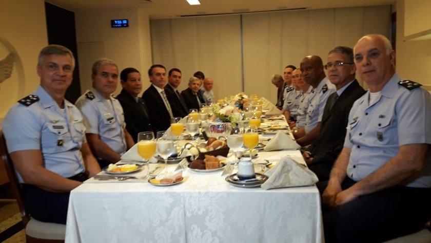 Bolsonaro com o comando da FAB