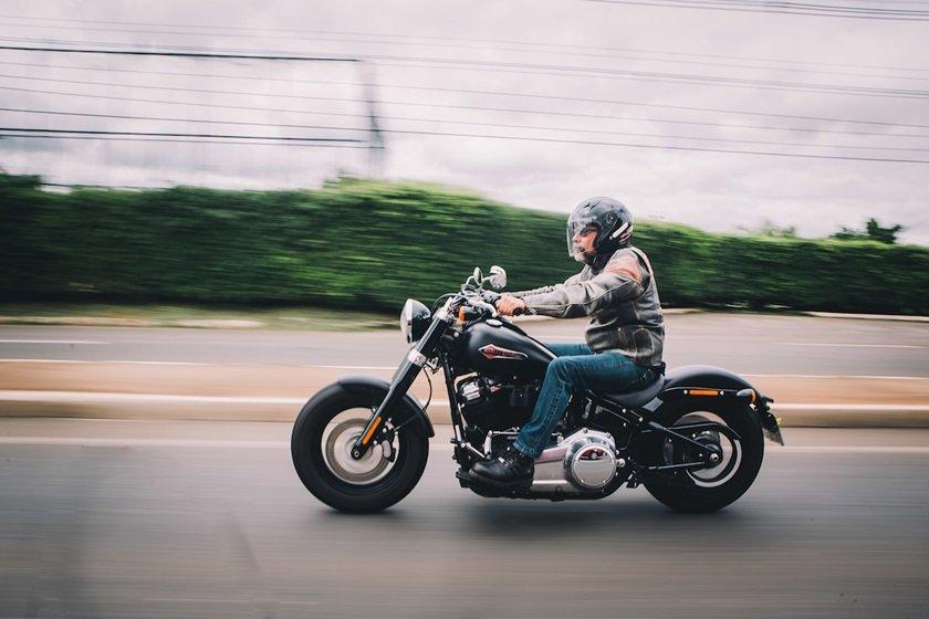 Brasília (DF), 28/10/2018  - Evento: Tião Borges, 54 anos de idade, que pilota motocicletas desde   aos 13 anos -  Local 206 Asa Norte  Foto: JP Rodrigues/Especial para Metrópoles