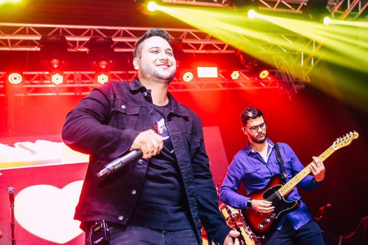Show Felipe Ferraz e Israel Novaes