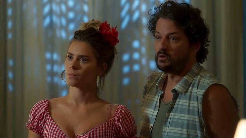 O Sétimo Guardião - Afrodite (Carolina Dieckmann) e Nicolau (Marcelo Serrado) - Reprodução TV Globo