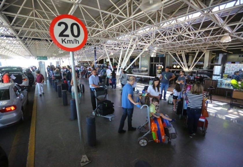 f5125198dd2 Venda de 12 aeroportos deve atrair R  1