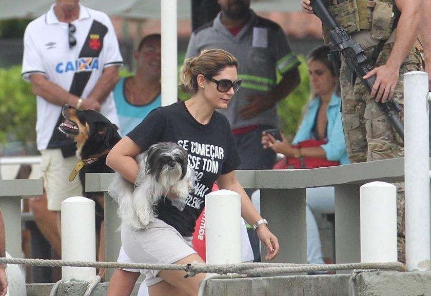 Michelle Bolsonaro usa camisa com frase que juíza disse a Lula d0db26679b1