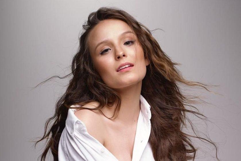 """Ficou """"de maior""""! Larissa Manoela celebra os 18 anos com foto sensual ea5f2ef7c0"""