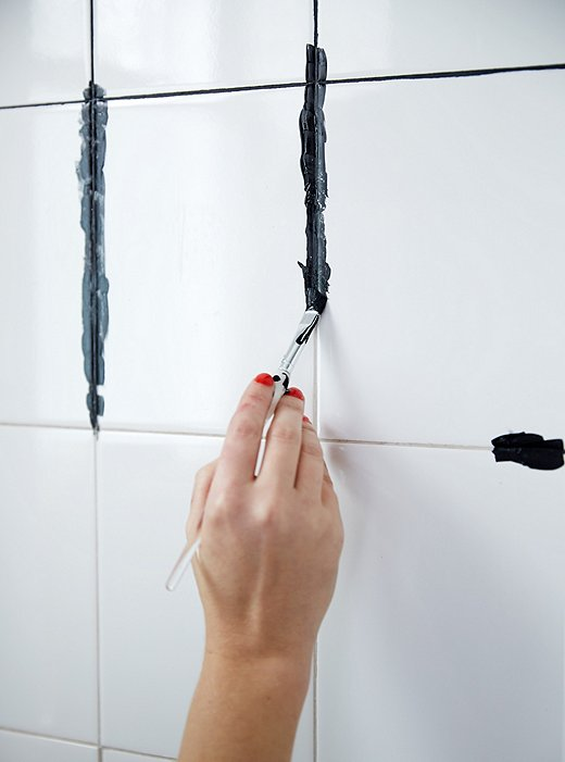 BLOG-VERTICAL-WEEKEND-DECORATOR--WATERWORKS-GROUT-DYE-HOWTO