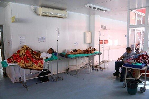 Pacientes no hall de ventilação