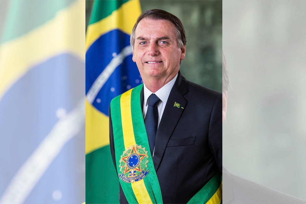 Resultado de imagem para presidente Bolsonaro pintura