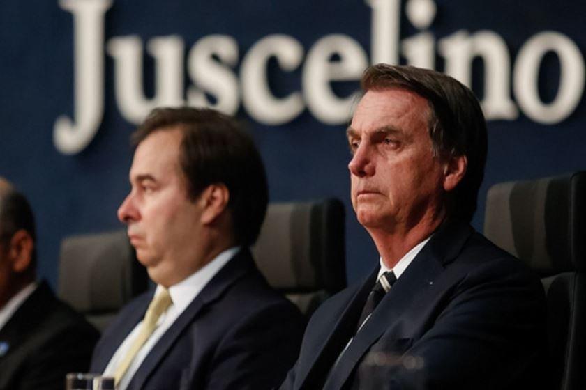 """Clima esquenta entre Bolsonaro e Maia """"A Câmara que vai decidir, é coisa interna deles"""" Maia quer barrar reeleição"""