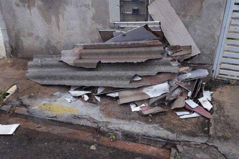 chuva causa destelhamento de casas em samambaia