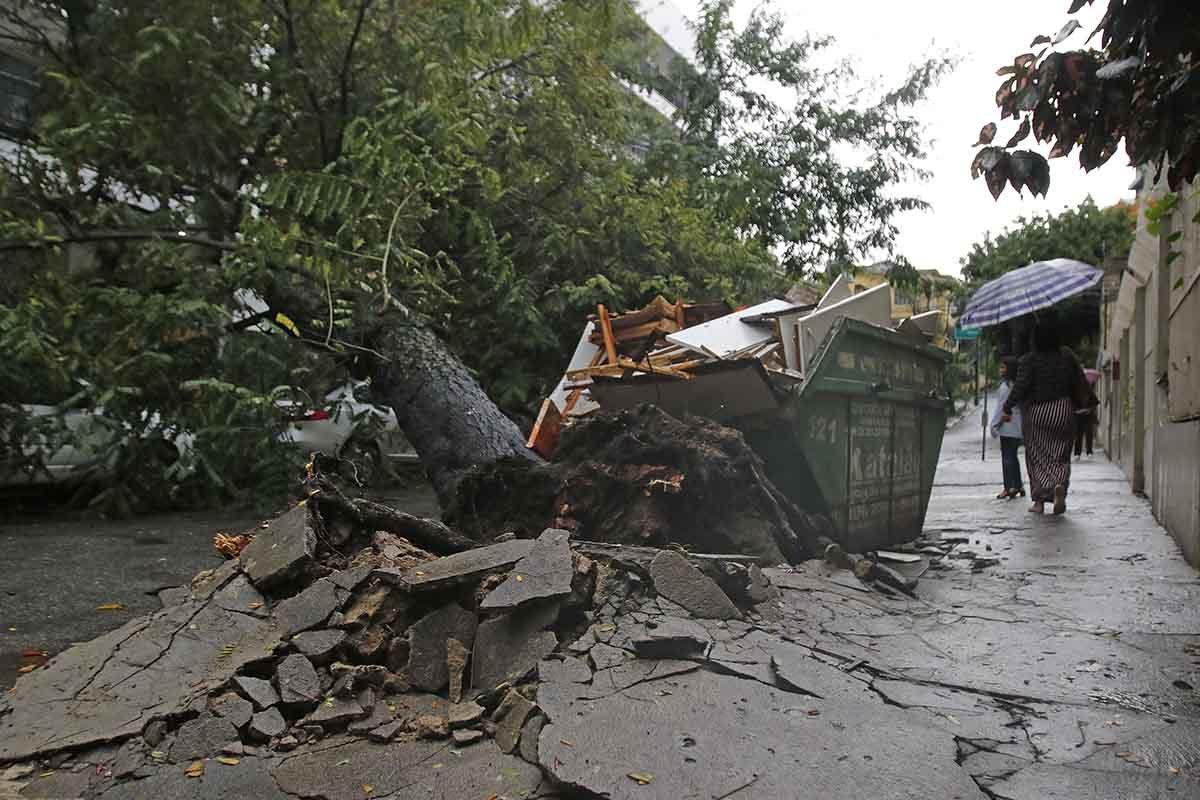 Duas pessoas morrem durante temporal no Rio