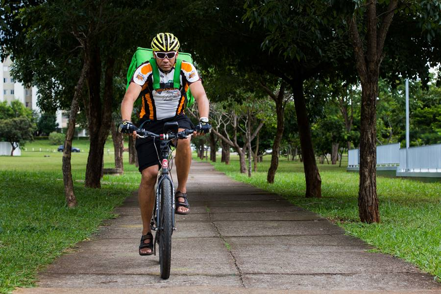 Brasília (DF), 08/02/2019  - Evento: Entregadores da Uber usam bicicletas para se locomover -  Local Recanto Favorito (411 Norte)/Plaza Shopping (110/111 Norte) Foto: JP Rodrigues/ Metrópoles