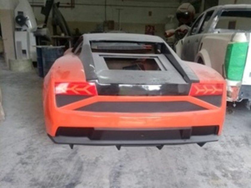 a73d7c4bb Polícia fecha fábrica de Ferraris e Lamborghinis falsas. 2 FOTOS.  empresario-flagrado-produzindo-replicas -de-esportivos-super-luxo-1550176009344_v2_300x225