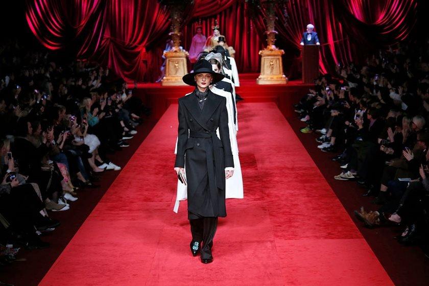 1deabc956 Dolce & Gabbana aposta em menos cor e mais elegância no outono 2020