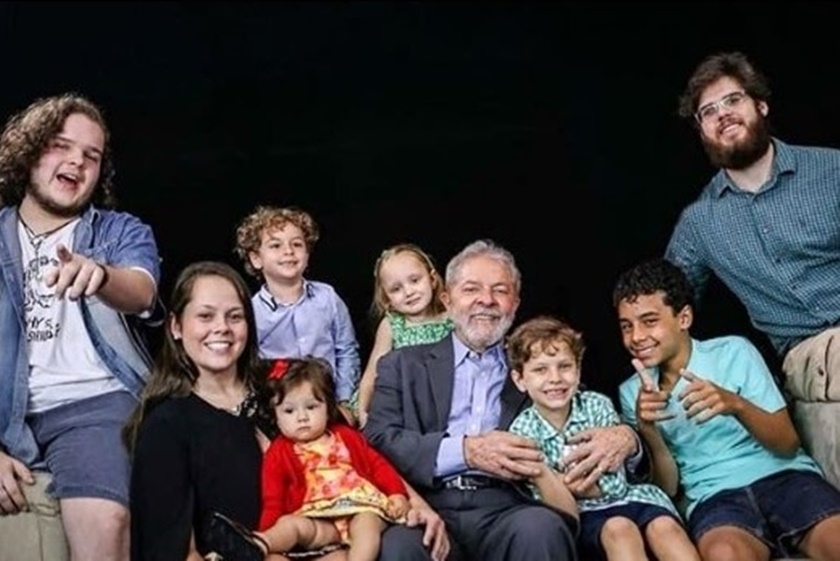 Lula entre os netos