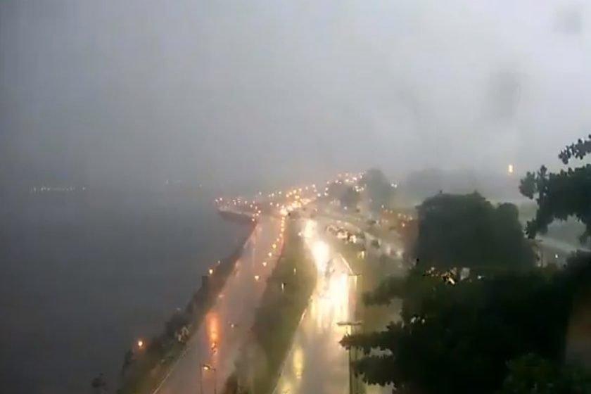 Resultado de imagem para Em meio ao Carnaval, chuva forte provoca deslizamentos e alagamentos no Rio de Janeiro