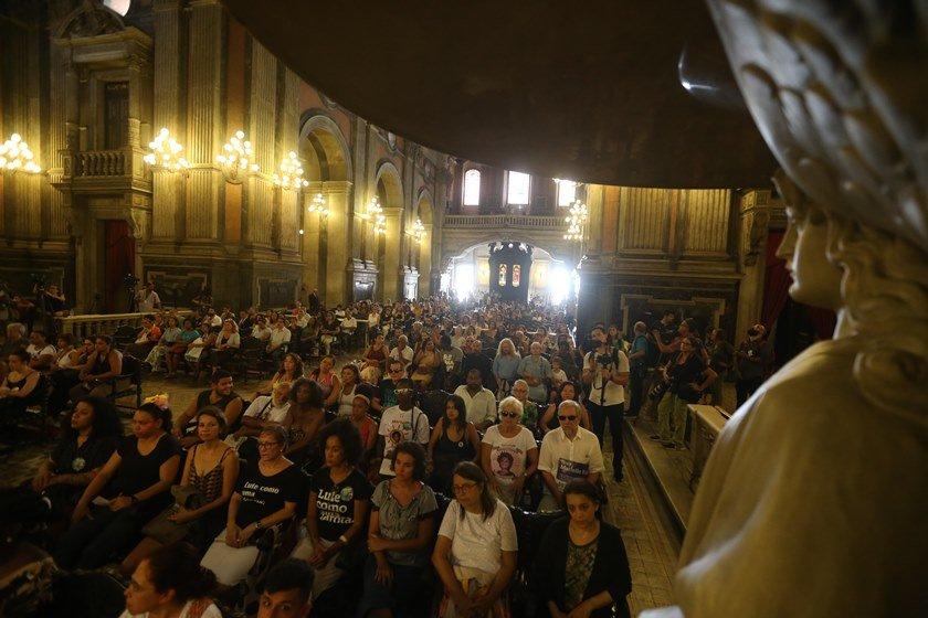 Um ano após crime, Rio é tomado por homenagens à Marielle e Anderson