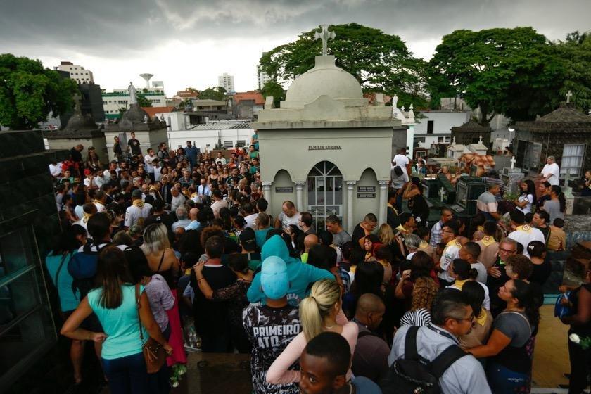 enterro samuel 2- vítima massacro suzano