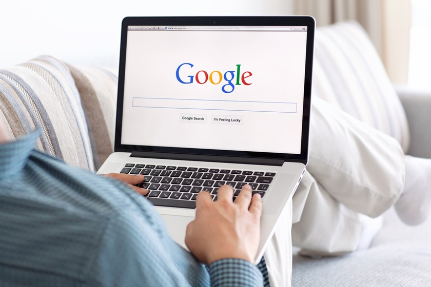 computador com google aberto