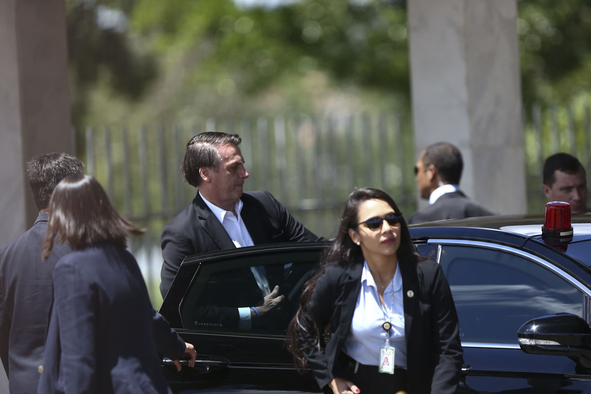 Bolsonaro sai do palacio do alvorada para viagem oficial a Israel