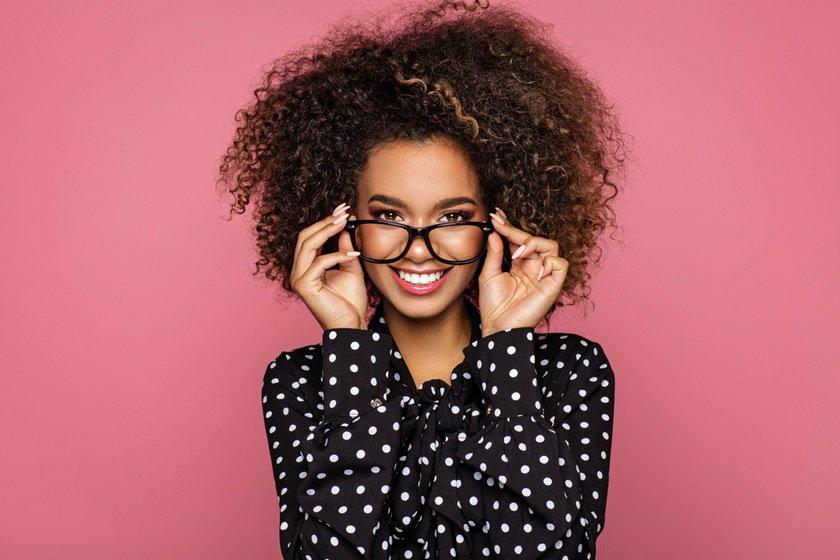 0b83f70fa Como escolher o óculos ideal para oito formatos de rosto