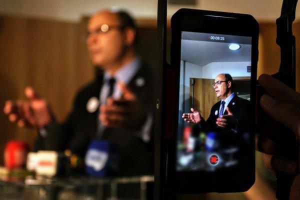 Wilson Witzel dá coletiva de imprensa e diz ser inocente