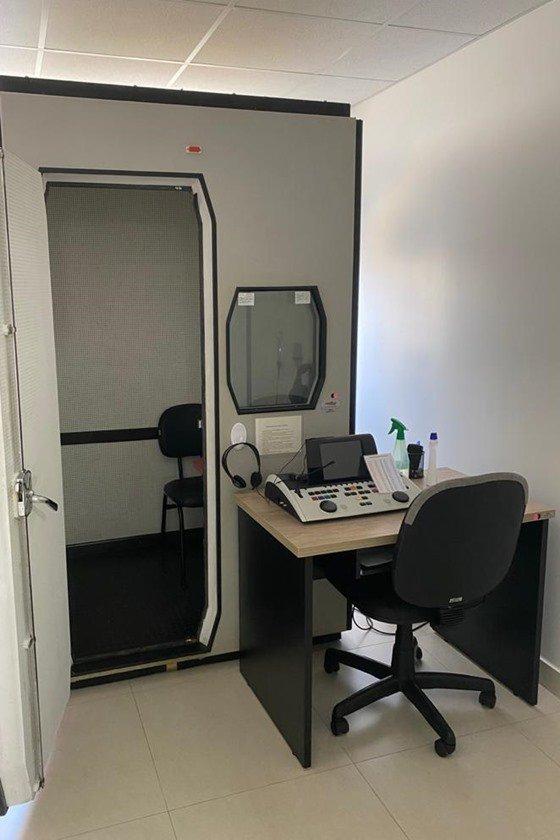 Cabine para exames de audição