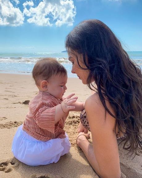 Isis Valverde e o pequeno Rael, filho da atriz