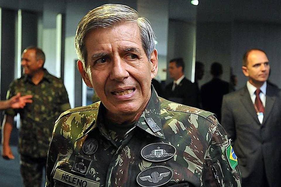 General Heleno, de farda