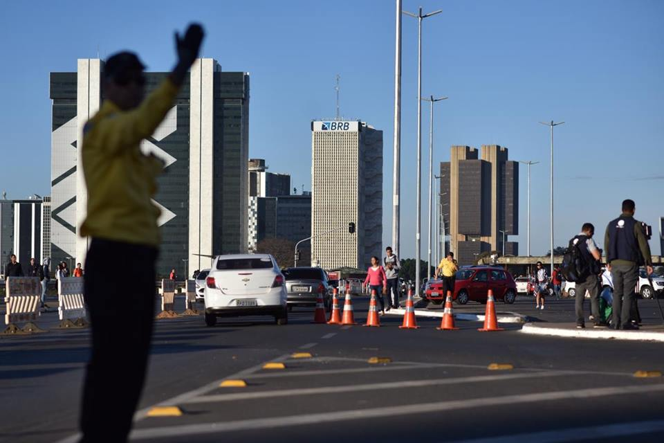 Rodoviária: motoristas e pedestres ficam confusos com interdição