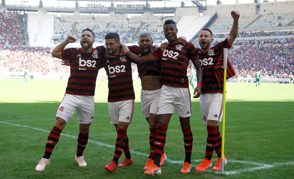 Resultado de imagem para Flamengo vence o Goiás por 6 a 1 no Maracanã