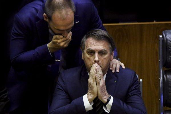 Bolsonaro fala com Eduardo