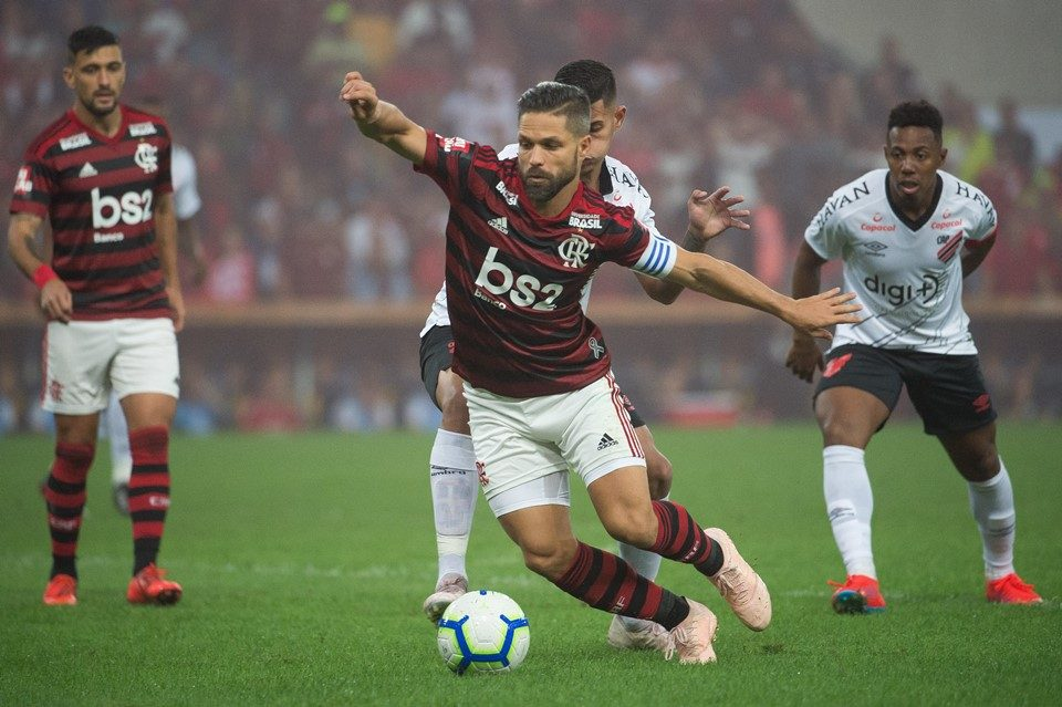 Jogadores Do Flamengo Viajam Sob Protesto Para Duelo Com O