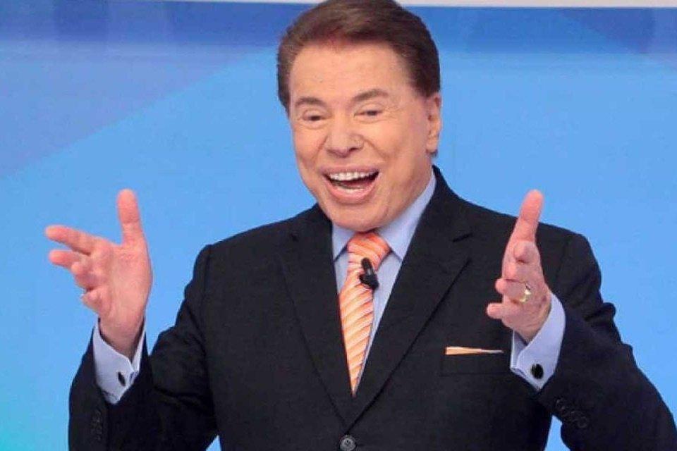 Silvio Santos alegre em seu programa