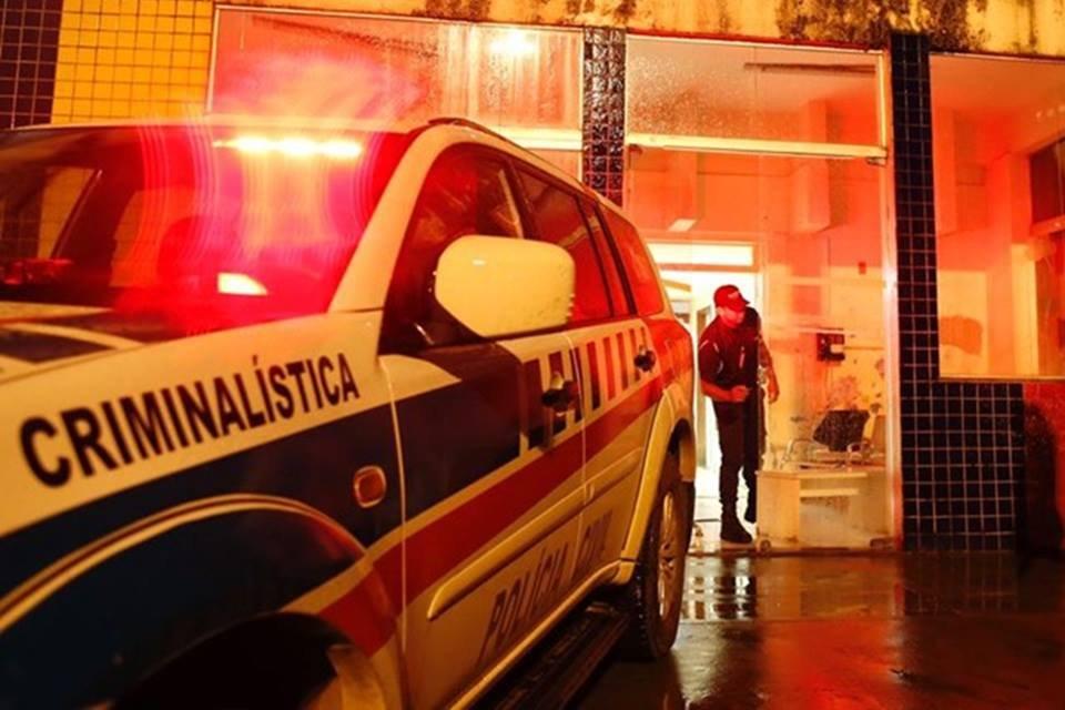Sargento da PM aponta arma para agente da PCDF em hospital