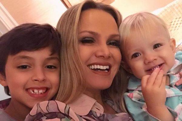 Eliana e filhos